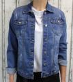 Dámská džínová bunda modrá, letní džínová bunda, džínová elastická bunda, pružná džíska, modrá džínová bundička, modrá džíska, velká džínová bunda, velká džíska, tmavě modrá džíska, trhaná džínová bunda