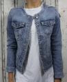 Dámská džínová bunda modrá, letní džínová bunda, džínová elastická bunda, modrá džíska, modrá džínová bundička, džínová bunda bez límce, světle modrá džíska, trhaná džíska Italy Moda