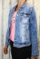 Dámská džínová bunda modrá, letní džínová bunda, džínová elastická bunda, pružná džíska, modrá džínová bundička, modrá džíska, velká džínová bunda, velká džíska, šisovaná džínová bunda
