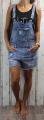 Dámské džínové kraťasy s laclem, lacláčové šortky, džínové lacláče, šortky s laclem, dívčí džínové lacláče, džínové kraťasy s laclem, trhané džínové lacláče, světlé džínové kraťasy, modré lacláče