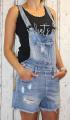 Dámské džínové kraťasy s laclem, lacláčové šortky, džínové lacláče, šortky s laclem, dívčí džínové lacláče, džínové kraťasy s laclem, trhané džínové lacláče, světlé džínové kraťasy, modré lacláče | XS, S, M, L, XL