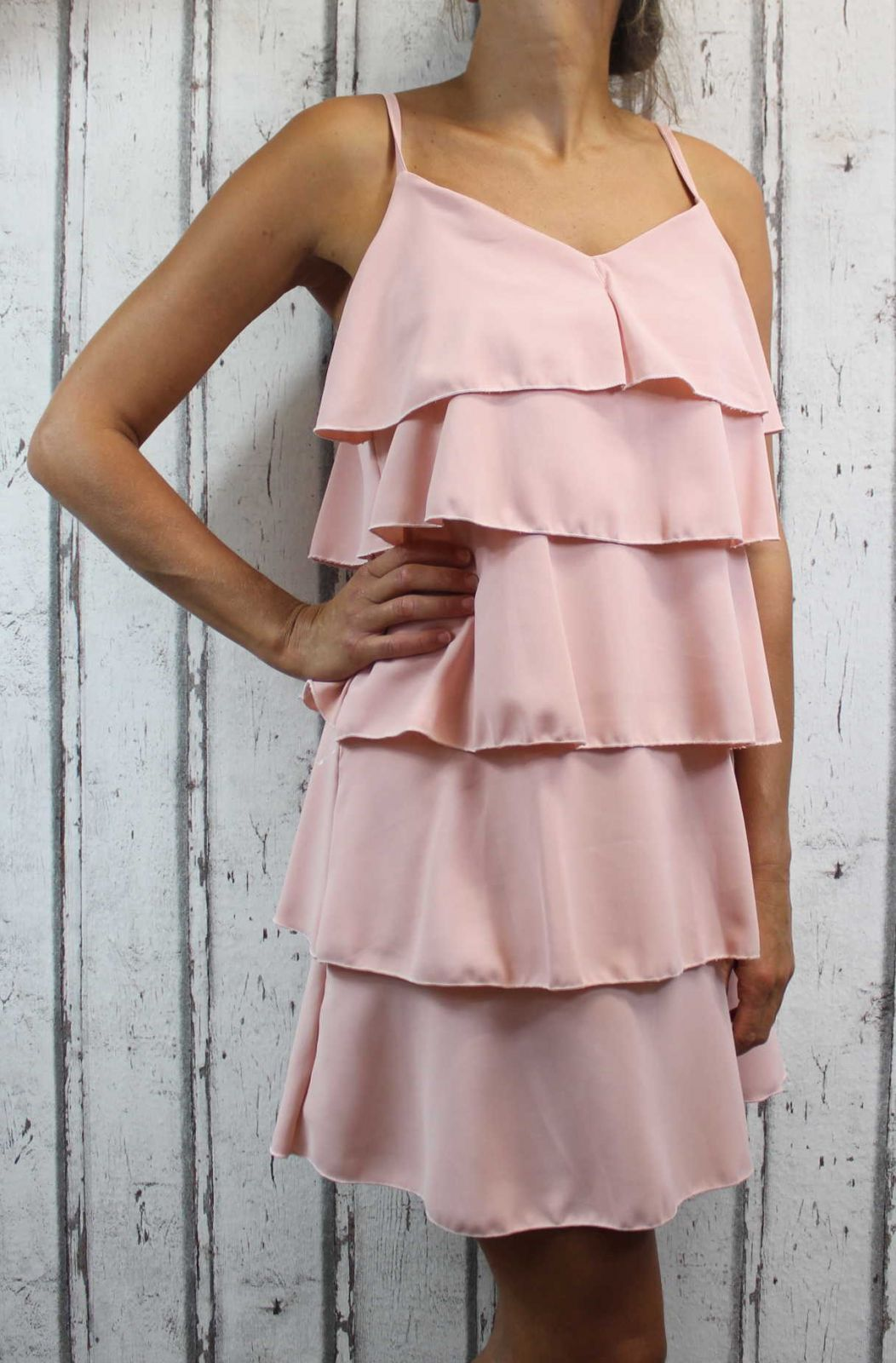 Dámské letní šaty, elegantní šaty, pohodlné šaty, starorůžové elegantní šaty, růžové koktejlové šaty, šaty s volány, šaty na ramínka Italy Moda