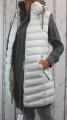 Dámská dlouhá vesta, dámská prošívaná vesta, dlouhá vesta s límcem, dlouhá bílá vesta, vesta se zapínací kapucí, teplá dlouhá vesta, jarní dlouhá vesta, podzimní dlouhá vesta,   S